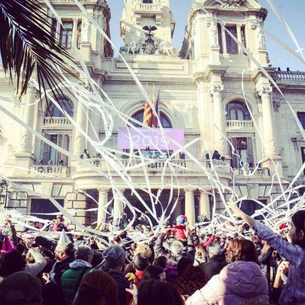 València recibe el 2019 con música, pólvora y mucha seguridad