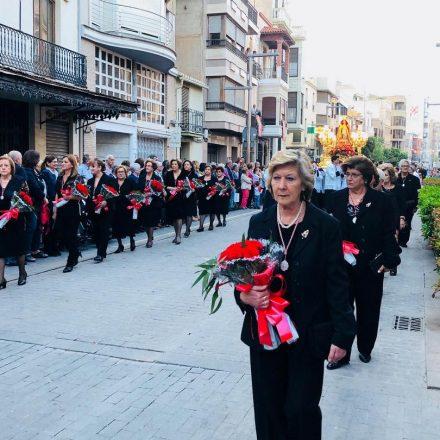 Los vecinos de Almassora llenan de flores a la patrona